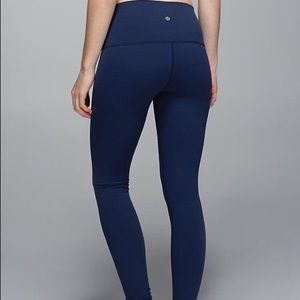 Wunder under Lululemon dark blue color size 6